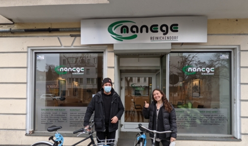 Mitarbeiter der Manege gGmbH sind mit Bikesharing-Rädern unterwegs